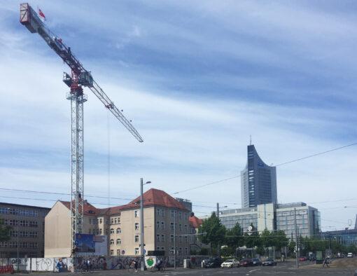 Kran bei der Baustelle für die Europazentrale von Mercateo